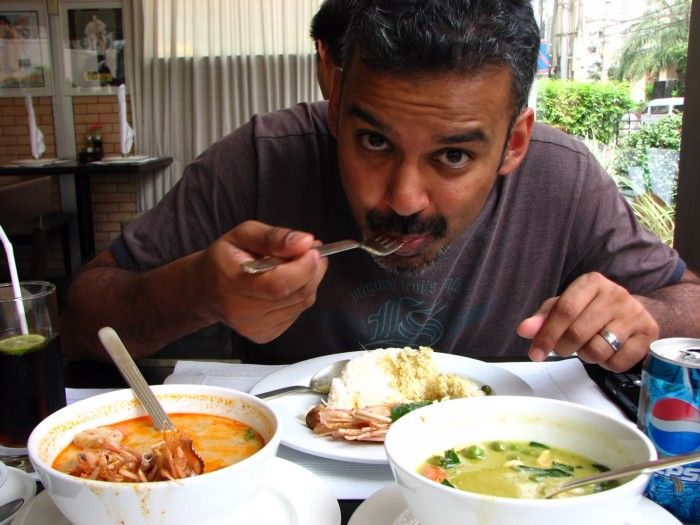Lagi Bulan Madu, Pasangan Ini Malah Ketagihan Makan di Restoran Berhantu
