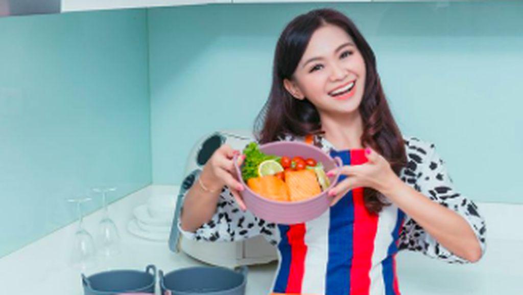 Puspa Dewi, Nenek Cantik 53 Tahun yang Hobi Makan Sehat