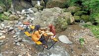 Sejuknya Tikako, Menikmati Menu Tradisonal di Atas Sungai