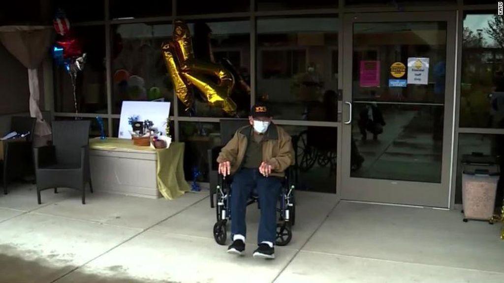 Kakek 104 Tahun Veteran Perang Dunia II Ini Berhasil Sembuh dari Corona