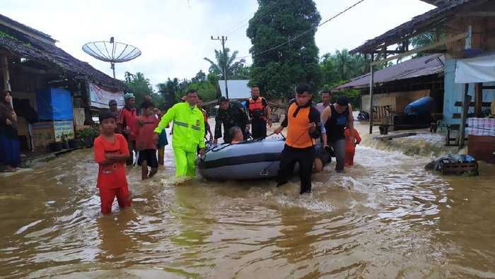 Warga Aceh Timur mengungsi karena banjir  (Foto: dok BPBA)