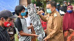 PemerintahSalurkan 150 Tempat Tidur Portable untuk Pengungsi Banjir Luwu Utara