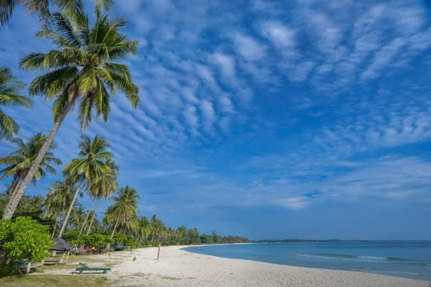 Artikel Kemenparekraf -  Adopsi Safe Travel, 5 Pantai Ini Bikin Kangen Liburan Lagi