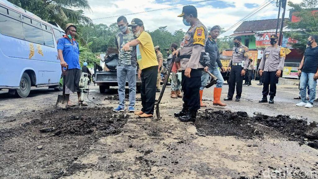 Bupati Banjarnegara Sindir Jalan Rusak: Pak Gub Silakan Buat Proposal ke Saya
