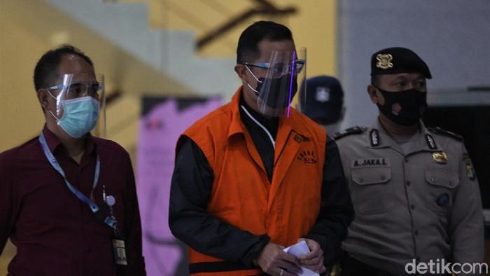 Mensos Juliari Batubara ditetapkan KPK sebagai tersangka. Ia terjerat kasus dugaan suap bantuan Corona.