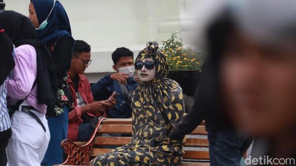 Saya mengimbau kepada warga Kota Bandung lebih waspada lagi karena COVID-19 ini masih ada di tengah-tengah kita. Saya mengimbau warga Bandung jangan keluar dari Bandung. Usahakan, kalau tidak penting sekali, kata Oded (Wisma Putra/detikTravel)