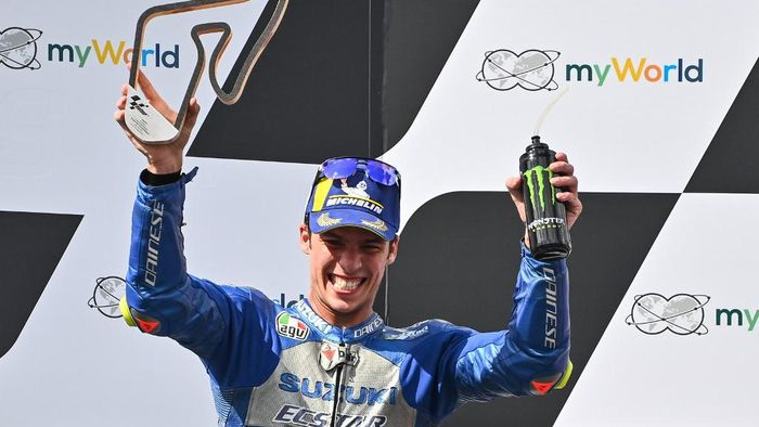 Suzuki Ecstars Spanish rider Joan Mir celebrates with the trophy during the winners ceremony of the Moto GP Austrian Grand Prix at the Red Bull Ring circuit in Spielberg, Austria on August 16, 2020. (Photo by Joe Klamar / AFP)