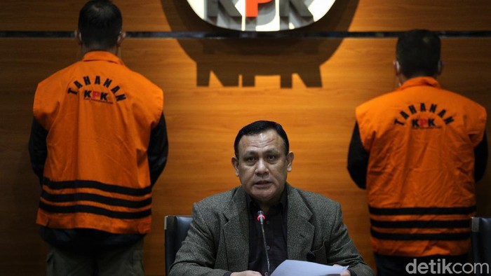 Mensos Juliari Batubara ditetapkan KPK sebagai tersangka kasus suap bansos Corona. KPK pun buka suara soal ancaman hukuman mati terkait korupsi di saat bencana.