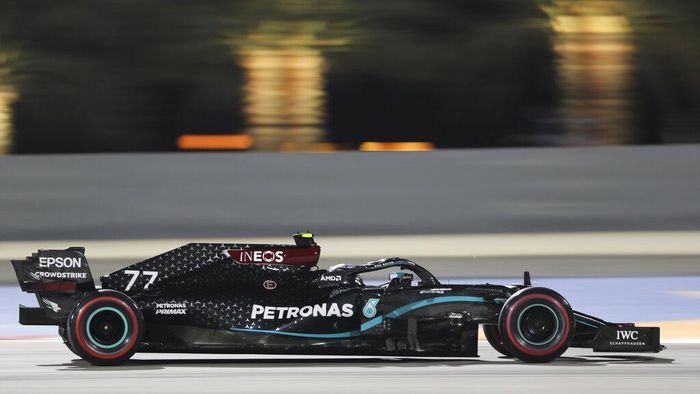 Mercedes driver Valtteri Bottas of Finland in action during the qualifying session at Formula One Bahrain Grand Prix in Sakhir, Bahrain, Saturday, Dec. 5, 2020. (AP Photo/Kamran Jebreili, Pool)
