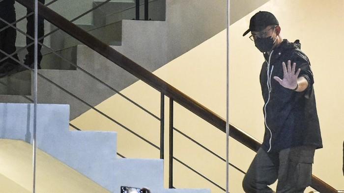 Menteri Sosial Juliari P Batubara tiba di Gedung Komisi Pemberantasan Korupsi (KPK), Jakarta, Minggu (6/12/2020). Juliari P Batubara ditetapkan sebagai tersangka oleh KPK atas dugaan menerima suap terkait pengadaan bantuan sosial penanganan COVID-19 di Kementerian Sosial usai Operasi Tangkap Tangan (OTT) pejabat Kemensos. ANTARA FOTO/Hafidz Mubarak A/rwa.
