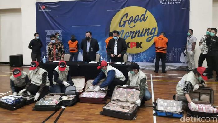 Penampakan barang bukti kasus korupsi bansos Corona Kemensos