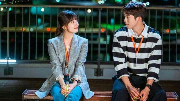 Sinopsis drakor Start-Up Episode 16 yang akan menjawab akhir dari cerita cinta antara Seo Dal-mi (Bae Suzy), Nam Do-san (Nam Joo-hyuk) dan Han Ji-pyeong (Kim Seon-ho): (dok. tvN/Netflix via Hancinema)