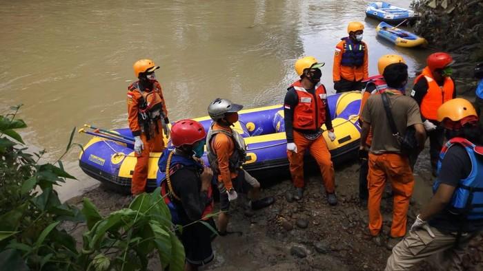 Tim Basarnas menemukan jasad balita diduga korban banjir Medan