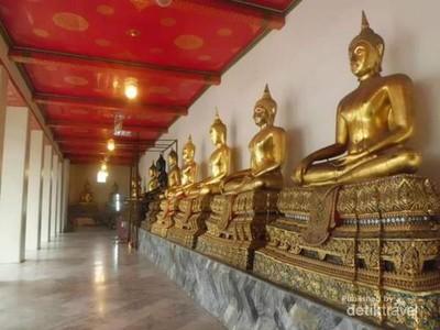 Kuil Buddha Tidur dan Koin Pengabul Permintaan