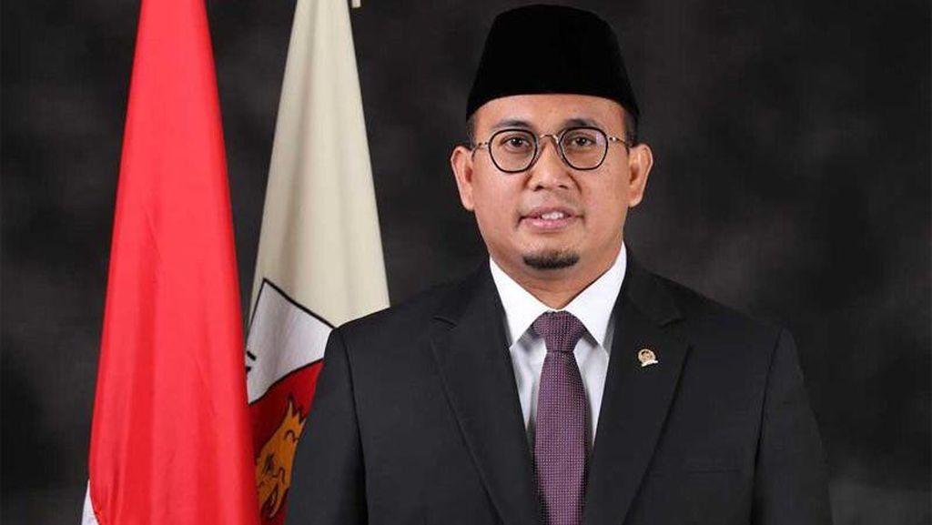 Siswi Nonmuslimdi Padang Dipaksa Berjilbab, Andre Rosiade: Tidak Boleh!