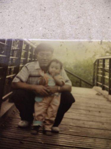 Kisah Helmi Saputri Nurlinda Sari yang mencari ayah kandungnya.
