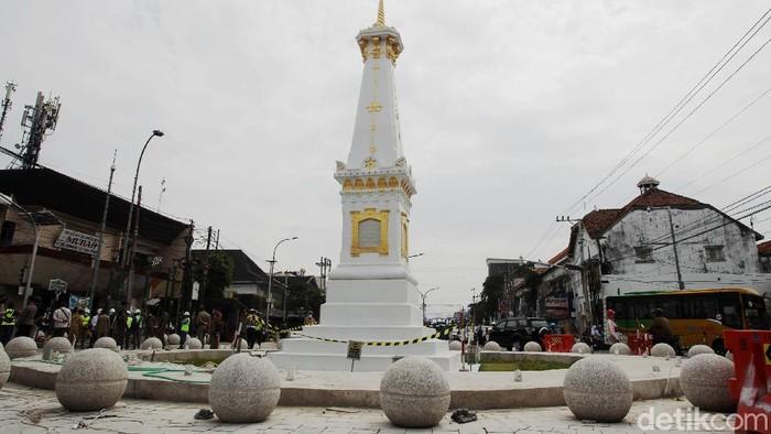 Proyek revitalisasi kawasan Tugu Yogyakarta dan Jalan Jenderal Sudirman terus dikerjakan. Hingga kini progres revitalisasi telah mencapai 80 persen.