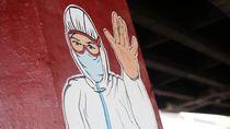 Hindari Libur Akhir Tahun di Zona Merah, Traveler Panjat Sayap Pesawat