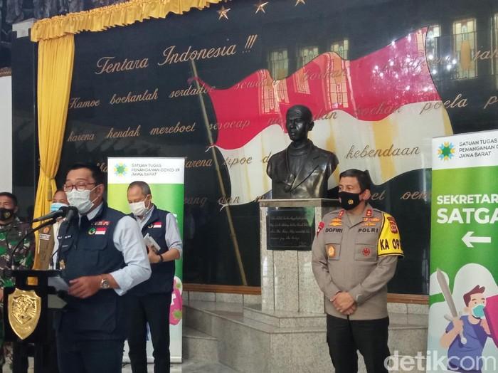 Pemprov Jabar menyiapkan sejumlah gedung antisipasi membludaknya kasus Corona