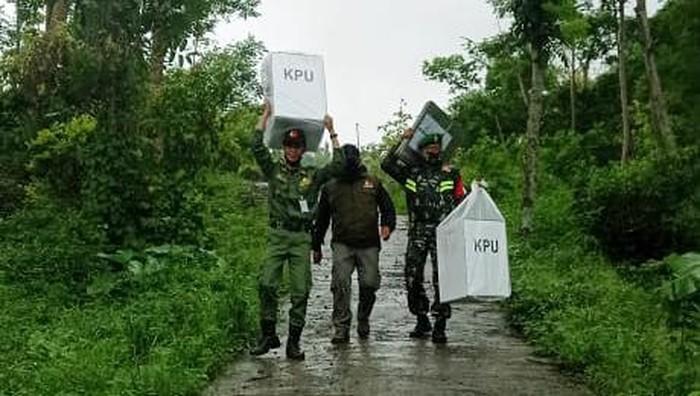 Pengiriman logistik Pilkada Semarang di lokasi terpencil