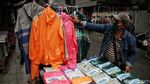 Penjualan Jas Hujan dan Payung Laris Manis