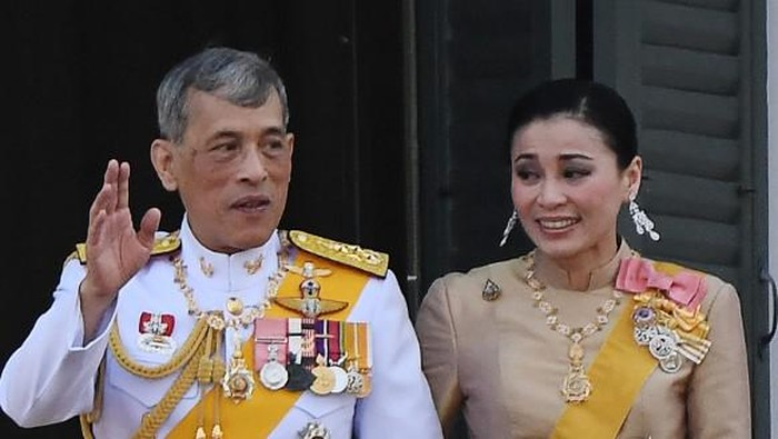 This screengrab from Thai TV Pool video taken on May 1, 2019 shows a ceremony in which Thailands King Maha Vajiralongkorn legally married Suthida Vajiralongkorn na Ayudhya in Bangkok. - Thailand announced on May 1, 2019 that King Maha Vajiralongkorns long-time consort had become his fourth wife, bestowed with the title Queen Suthida -- a surprise move just days before his coronation. (Photo by - / THAI TV POOL / AFP)