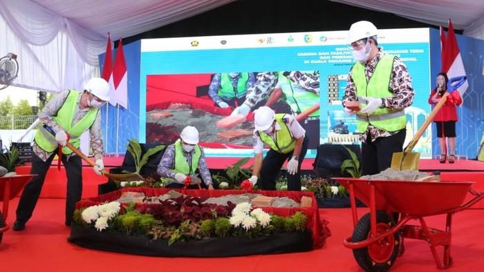 Pelindo 1 dan Pertamina bersinergi untuk pengelolaan sarana dan fasilitas bunker penunjang bahan bakar minyak (BBM) dan jalur pipa gas di Pelabuhan dan Kawasan Industri Kuala Tanjung.