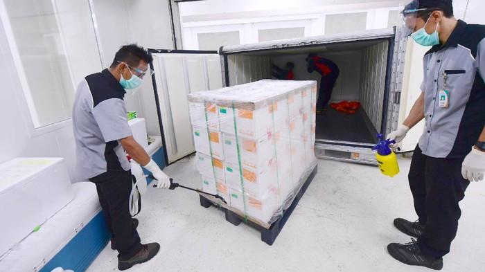 Vaksin Corona dari Sinovac telah tiba di Indonesia. Kini vaksin tersebut disimpan di PT Bio Farma di Bandung, Jawa Barat.