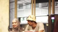 Keseruan Putri Anne dan Arya Saloka Ngopi Bareng di Kafe