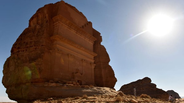 Kemudian ada Makam batu pasir Qasr al-Farid dengat kota al-Ula. Situs ini juga masuk dalam warisan dunia UNESCO. (Fayez Nureldine/AFP/Getty Images)