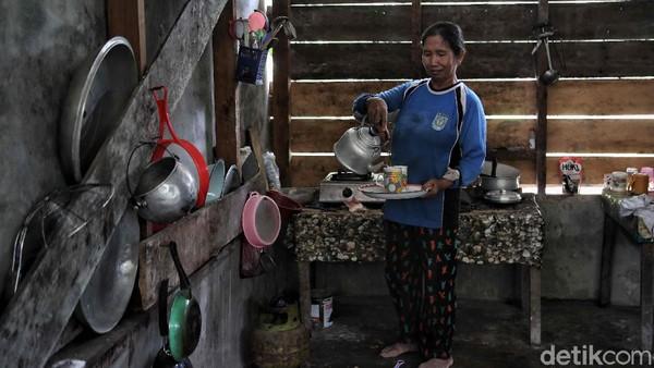 Warga Jawa telah hadir di Pulau Rupat sejak dahulu, karena kebanyakan warga Jawa yang tinggal di Rupat adalah perantau yang biasanya ikut orang tua mereka.
