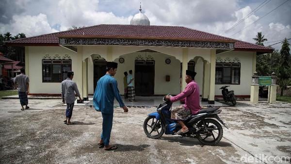 Saat berkunjung ke Kampung Jawa ini, kebanyakan dari mereka masih fasih memakai bahasa Jawa walaupun ada campuran bahasa Melayu. Dan keramahan dari Suku Jawa pun masih sangat terasa.