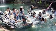 Jembatan Ambruk, 30 Finalis Miss Thailand Tercebur ke Kolam saat Sesi Foto
