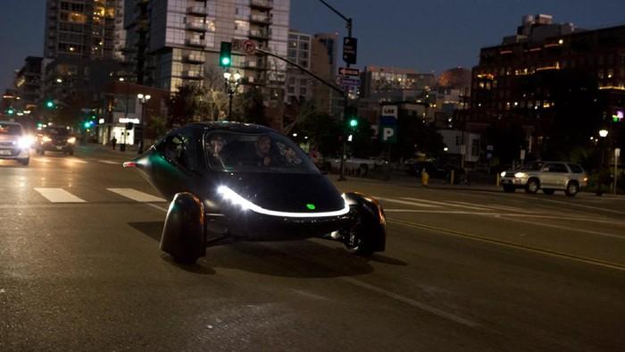 Mobil listrik ini punya tampilan futuristik dan jarak tempuh nan jauh.