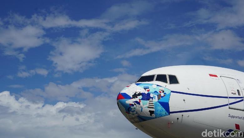 pesawat garuda indonesia bermasker
