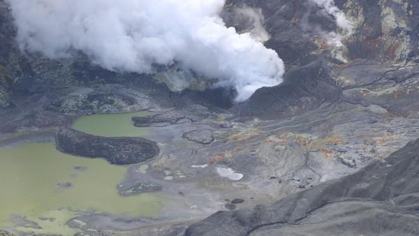 Sedikitnya 17 orang dilaporkan tewas karena letusan tersebut sementara 8 orang lainnya dilaporkan hilang.