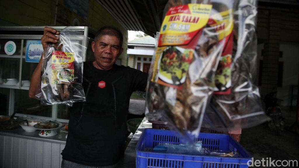 Omzet hingga Rp 10 Juta/Bulan, Ini Cara Buat Ikan Asap Khas Rupat
