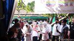 Azizah Nyoblos Pilkada Tangsel