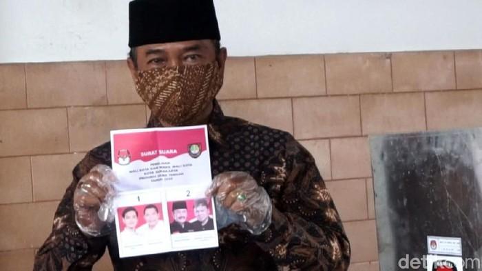 Rival Gibran Rakabuming Raka, Bagyo Wahyono juga telah menggunakan hak pilihnya dalam Pilkada Solo 2020. Dia mencoblos di TPS 8 Kelurahan Penumping, Laweyan, Kota Solo, Rabu (9/12/2020).