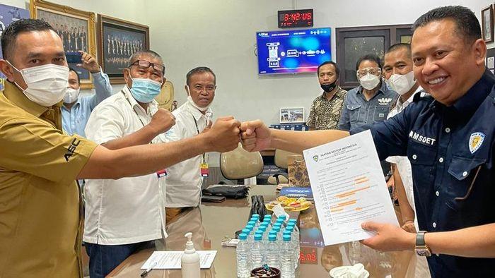 Akhirnya Ketua MPR RI, Bambang Bamsoet Soesatyo sah sebagai Calon Ketua Umum (Caketum) IMI Pusat periode 2021-2024. Hingga rentang waktu 8 hari pendaftaran tak ada nama lain yang mengembalikan formulir.