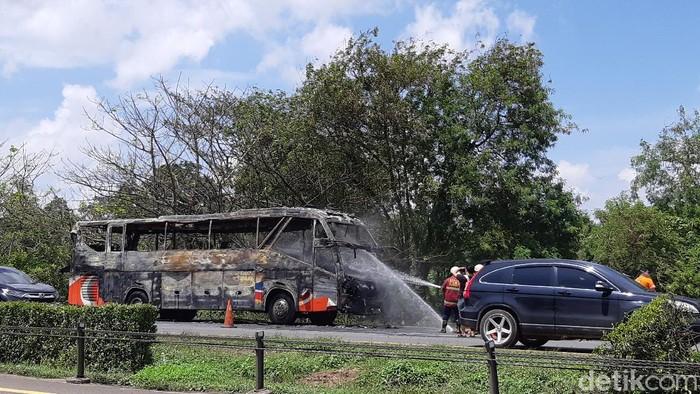 Bus pariwisata terbakar di jalan Tol Tangerang-Merak
