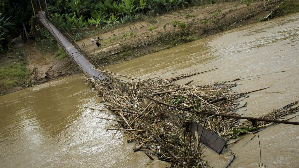 Pemerintah Sulit Anggaran, Jembatan Indiana Jones Lebak Dibangun Relawan