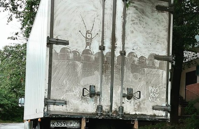 Lukisan Nikita Golubev (Proboy Nick) di bak truck