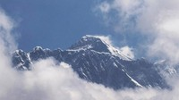 Pendaki Norwegia Bawa Corona ke Puncak Everest