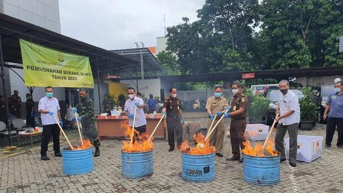 Narkoba dari berbagai jenis senilai Rp 6 miliar dimusnahkan aparat Kejaksaan Negeri Jakarta Selatan