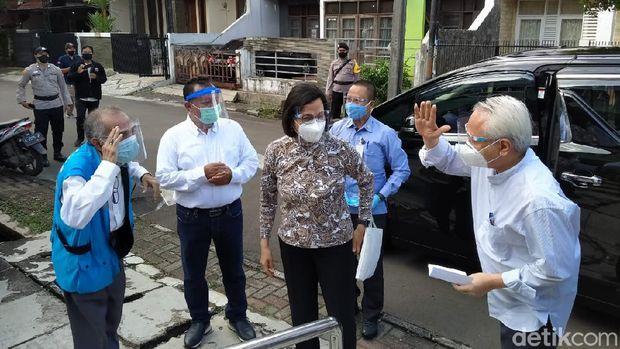 Pakai Masker dan Face Shield, Sri Mulyani Nyoblos Pilkada Tangsel