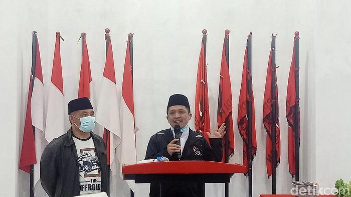 Paslon tunggal di Pilkada Wonosobo Afif Nurhidayat-Muhammad Albar mengklaim menang dari kotak kosong. Paslon Ketua-Wakil Ketua DPRD Wonosobo ini mengaku unggul di atas 60%, Rabu (9/12/2020).