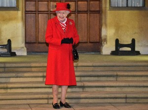 Ratu Elizabeth Cari Admin Media Sosial, Gajinya Rp 519 Juta