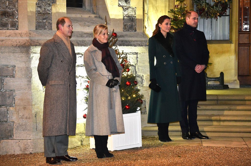 BATH, UNITED KINGDOM - DECEMBER 08: Prince William, Duke of Cambridge and Catherine, Duchess of Cambridge on a visit to Cleve Court Care Home on December 8, 2020 in Bath, England. The royal couple paid tribute to the efforts of care home staff throughout the COVID-19 pandemic, during the final day of engagements on their tour of the UK. During their trip, their Royal Highnesses have paid tribute to individuals, organisations and initiatives across the country that have gone above and beyond to support their local communities this year. (Photo by Paul Grover - WPA Pool/Getty Images)