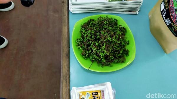 Salah satu tanaman yang berkhasiat di Taman Eden 100 yaitu Andaliman atau penyedap khas batak. Rasanya unik, ada getir dan pedas ditambah wangi daun jeruk. (Tasya Khairally/detikcom)
